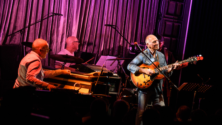 Larry_carlton_at_blue_note_tokyo
